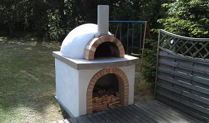 Традиционная круглая печь для пиццы