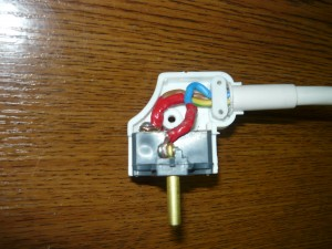 Укладка проводов в корпусе вилки