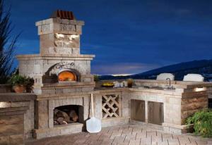 Барбекю и печь для пиццы в саду