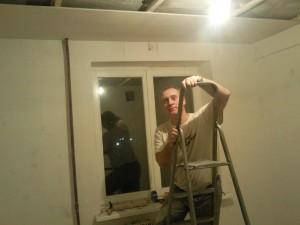 К концу дня потолок практически готов