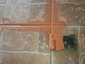 Резиновый шпатель для заделки швов между плитками