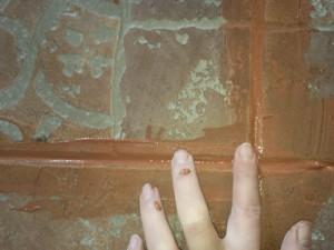 Затирка швов своими руками при помощи фуги