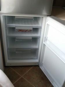 открытие нижней дверцы холодильника