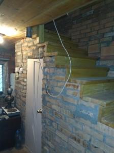 Вид на лестницу после вырезки потолка и достройки остальной части