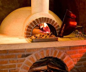 Классическая домашняя печь для пиццы на дровах