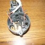 Разобранный автомат с контактами на пружинках