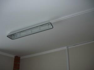 Крепление светильника к потолку