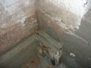 Дополнительная заливка фундамента в углу перед входом в погреб