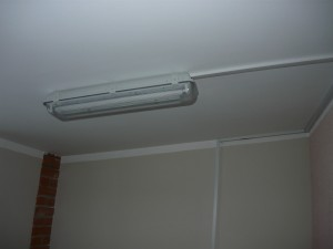 Прикреплённый светильник к потолку