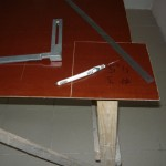 Кусок текстолита,угольник,чертилка и линейка