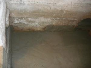 Вид на окончательную отделку стяжки и заделку части фундамента в противоположном углу