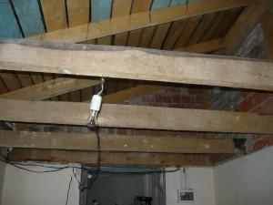 Конструкция поперечных балок и крыши