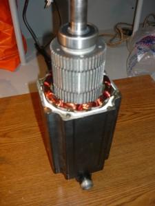 Вид на ротор при вытаскивании из статора шагового двигателя