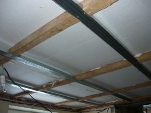 Общий вид потолка, готового к креплению гипсокартона