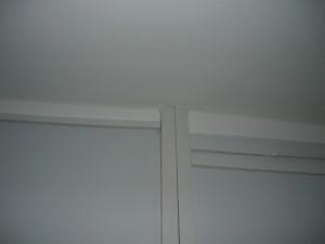 Прокладка электропроводки через потолок из гипсокартона
