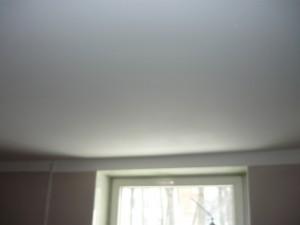 Потолок и стена после покраски