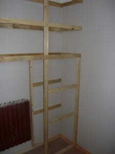 Монтаж реек на правой стороне шкафа