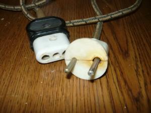 Признаки перегрева на вилке соединительного шнура