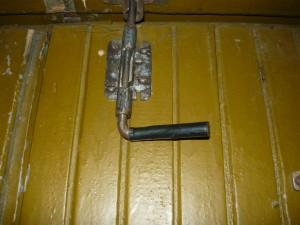 Запор на двери