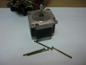 Выкрученные шпильки от шагового двигателя