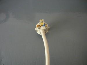 Монтаж провода на вилке