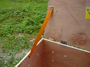 крепление крышки с помощью фалы