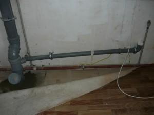 Смонтированный санузел канализации на первом этаже