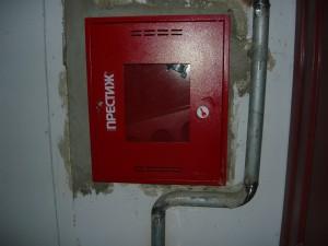 встроенный пожарный ящик в капитальную стену с подключением