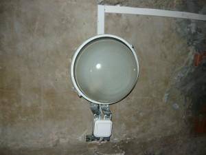 готовый монтаж светильника и выключателя