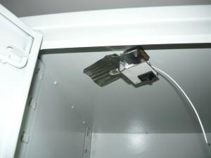 Установка светильника на крышке шкафа