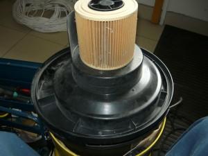 Прикрученный фильтр на блок пылесоса