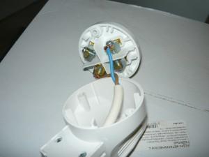 Монтаж проводов на контактные штыри вилки