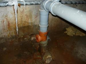 Вход в старую систему канализации