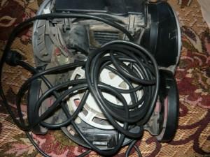 Размотанный сетевой шнур пылесоса