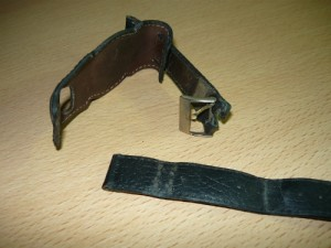 Сломанная застежка на ремешке для часов