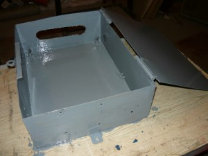 Покрашенный ящик для монтажа трехфазного счетчика