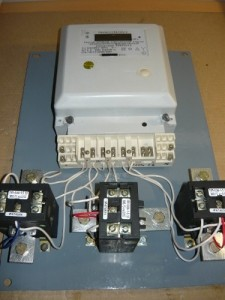 Монтаж проводов на три трансформатора тока и счетчик