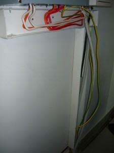 Смонтированные вертикальный и горизонтальный кабель-каналы