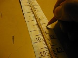 Обвод цифр на шкале термометра