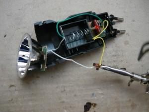 Припаянный конец провода к выключателю