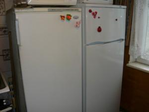 Морозильник и новый холодильник марки Атлант
