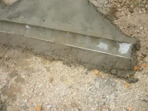 Фрагмент заделки желоба цементным раствором