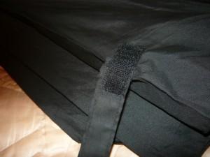 Пришитый кусок липучки наполовину на полотнище зонта