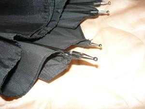 Подшитые наконечники на концах спиц зонта