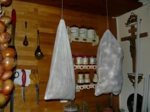 Хранение чеснока в мешочках, в подвешенном состоянии