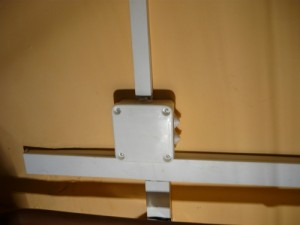 Закрытие смонтированных проводов в соединительной коробке