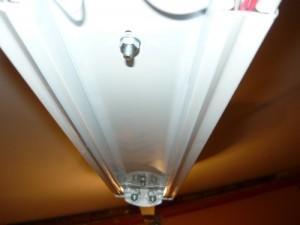 Крепление кронштейнов через монтажные отверстия в корпусе светильника