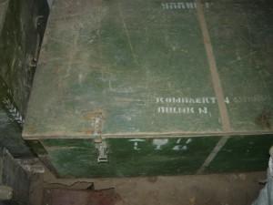 закрытая крышка ящика