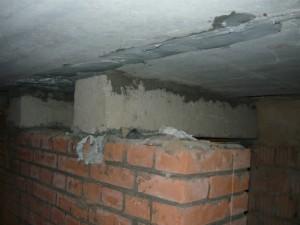 Вид на подпорку прогибающейся плиты перекрытия