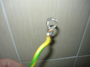 Вид на подготовленный к креплению провод с облуженным кольцом